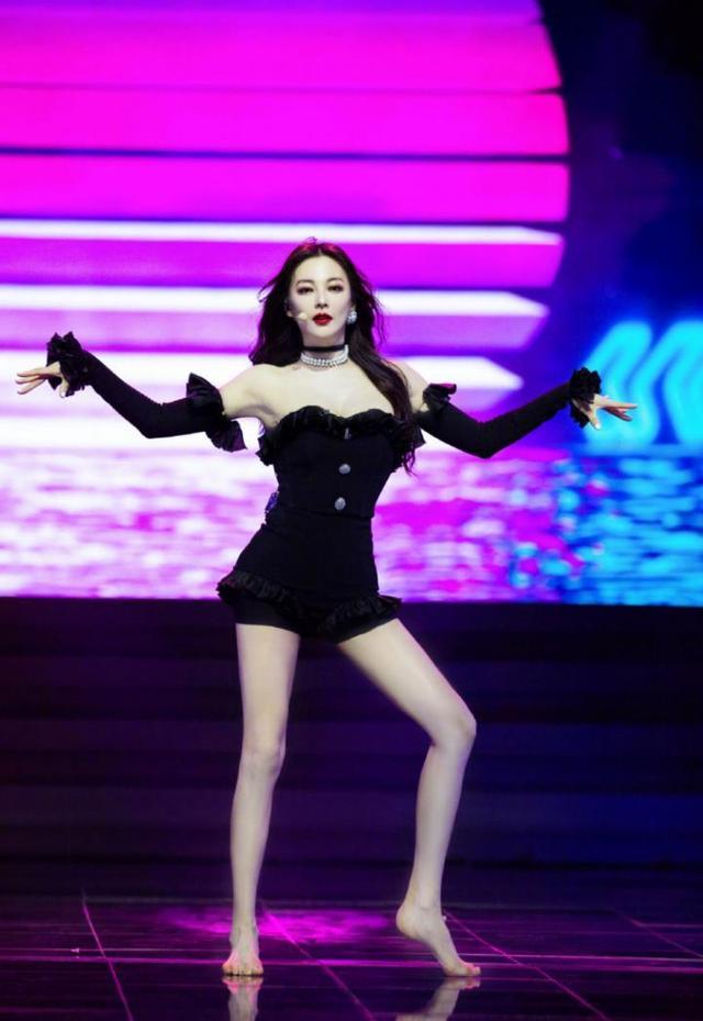 张雨绮身材绝了,火辣热舞秀白皙皮肤,其实电影里的她更美