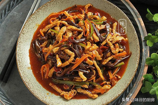 鱼香肉丝在家做,调汁是关键,照着做开胃下饭,味道不输外边饭店