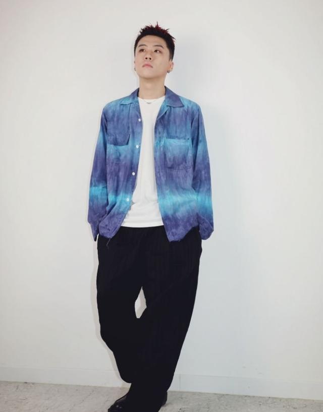 他是BigHit次世代製作人,因為BTS的一首歌,搬進瞭如今的豪宅