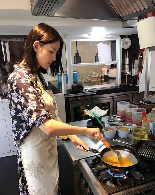 走进张梓琳现实中的家,厨房设备太专业了,她老公有口福了,羡慕