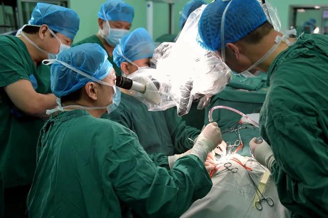 蓟医神经外科首次采用内膜剥脱术成功治疗颈动脉重度狭窄患者
