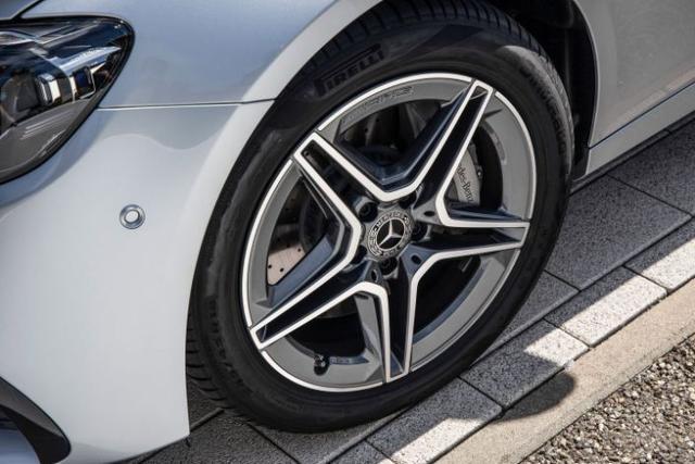 2021款奔驰E系汽车出场喽 越来越接地气了 配1.5T发动机想累死谁