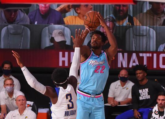 低效12+5對19+11+5,球隊慘敗22分!仇人見面分外眼紅,JB發力壓制復賽MVP!(影)-黑特籃球-NBA新聞影音圖片分享社區