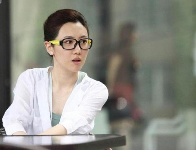 30岁巴图妻子烟不离手,动作娴熟姿势老练赛于谦,宋丹丹知道吗?
