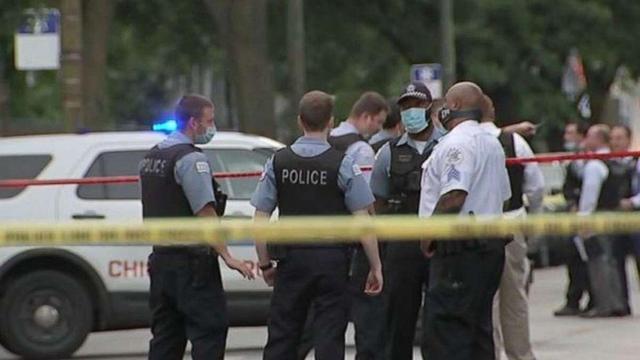 """残忍!美国芝加哥两个孩子被枪杀,就因为买糖时问了句""""你多高"""""""