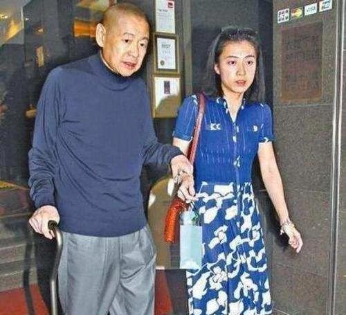 富商刘銮雄爱妻甘比晒照,曝光上亿豪宅,花园的小猪佩奇亮了