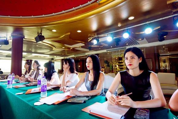 """重庆首批""""薇娅""""来啦!23位""""重庆小姐""""登上游轮直播带货"""