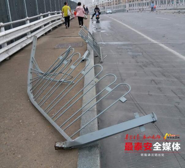 酒后撞坏15节护栏逃逸,城西交警迅速破案