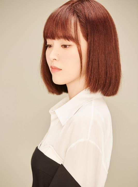 唐嫣七夕節曬照,長發剪成短發再加個厚劉海,36歲美回20歲