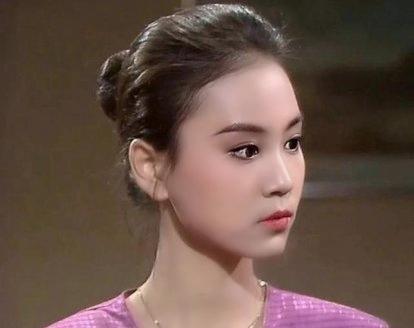 """看看20多岁的刘雪华有多美 简直惊为天人 不愧为""""琼瑶女郎"""""""