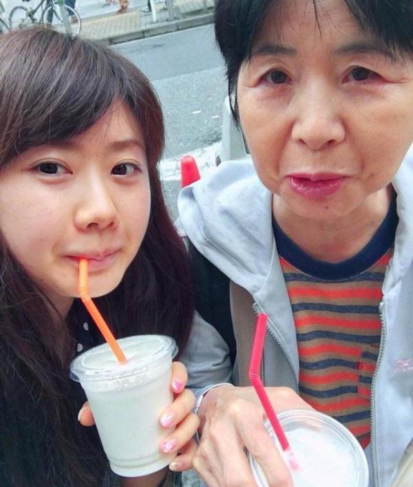 福原爱晒与妈妈合照为她庆生,网友想起她对女儿训练时严厉的画面
