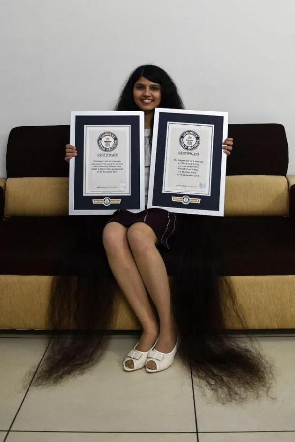 190cm长发少女破世界纪录 亲揭11年没剪原因