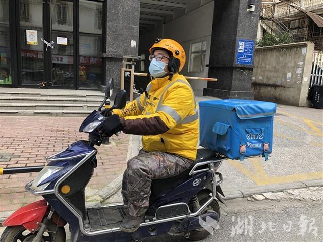 """外卖骑手""""老计"""":在奔走中记录下""""爱武汉的100个理由"""""""