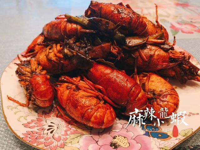 """小龙虾头里的""""黄""""能吃吗?!紧急提醒!赶紧告诉身边人"""