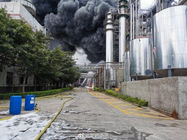 福建龙岩新罗区一新能源公司起火 已致2人失联2人受伤