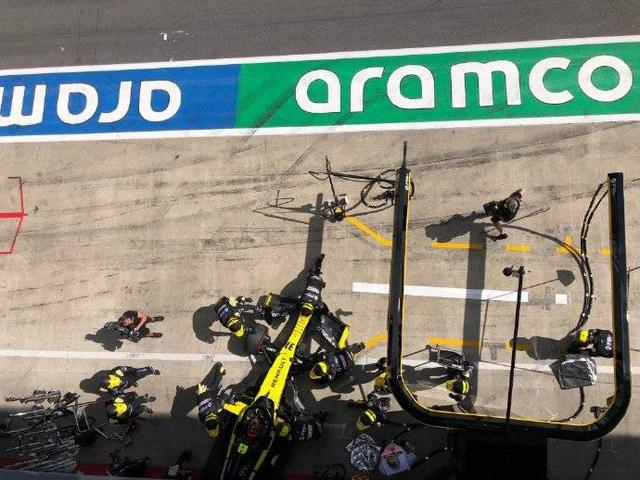 F1第二站:汉密尔顿夺个人赛季首冠 法拉利双车碰撞退赛