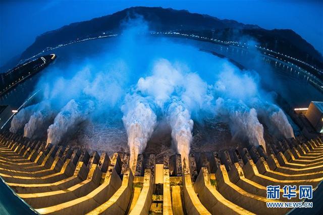 """""""长江2020年第2号洪水""""平稳通过三峡大坝"""
