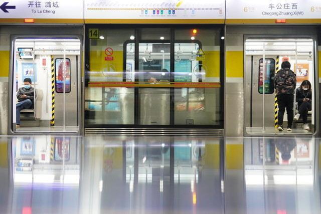 公共交通工具若有新冠肺炎病例出现,乘客不得私自离开