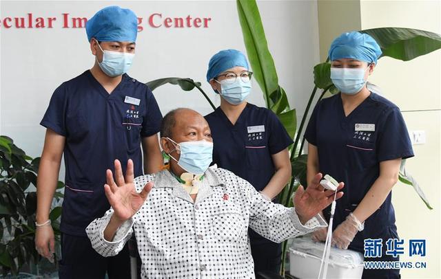 湖北首例新冠肺炎终末期肺移植患者出院