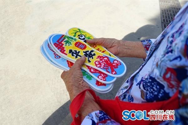 """39年风雨无阻""""布鞋奶奶""""送布鞋和鞋垫给子弟兵"""