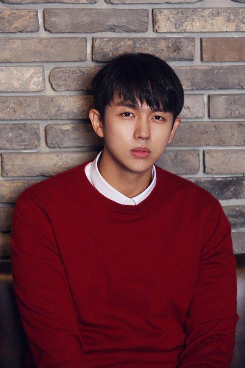 韩国2AM组合歌手林瑟雍深夜开车 撞死闯红灯行人