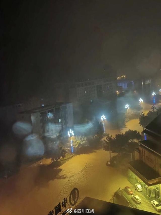 强降雨导致四川部分地方受灾,雅安市6人失联、2人被埋