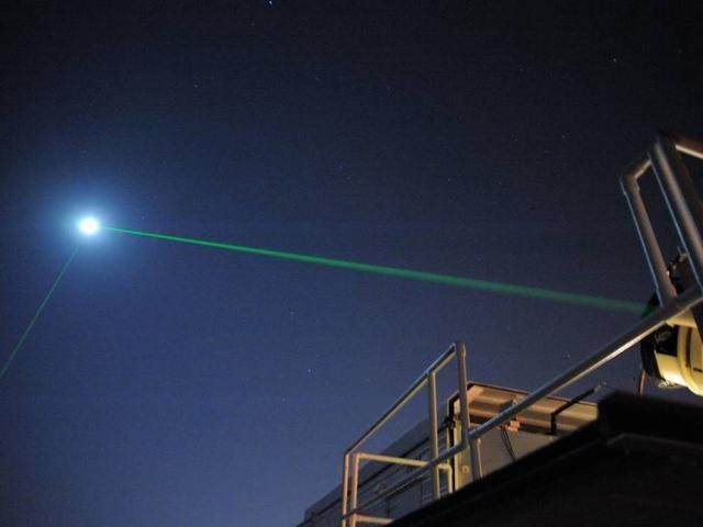 科学家成功在地球和绕月飞行器之间进行激光反射实验-第1张图片-IT新视野