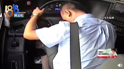 感动!失去意识前忍痛救一车人司机获颁奖章