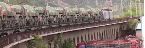 看20岁女兵是如何征服40吨远火车的