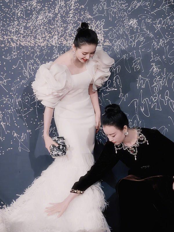 """倪妮同框刘诗诗太甜了,还贴心为其铺裙子!""""男友力""""太强了吧"""