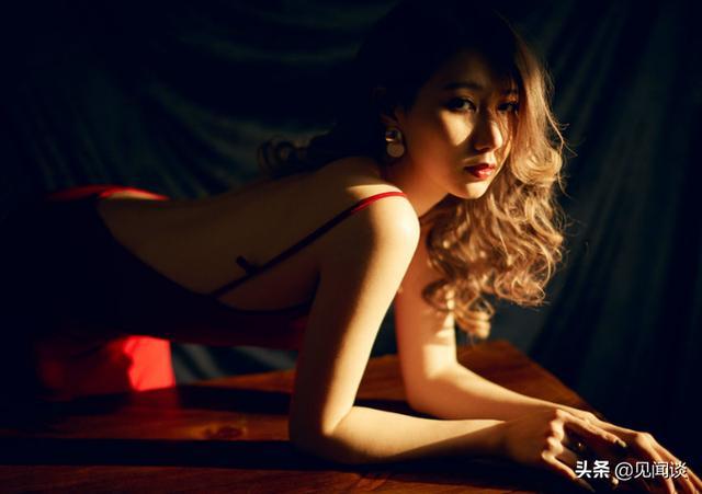 网红大气美女,宛若黑暗中的红玫瑰,网友:带刺儿吗?
