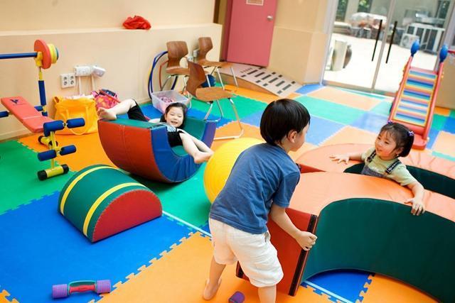 """宝宝3岁应该上幼儿园吗?家长要慎重,别把幼儿园当""""托儿所"""""""