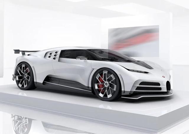 C罗买新车,全球限量10台,不很贵,大概一个亿吧