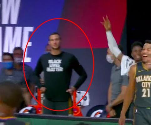 【影片】看似贏了實則輸了!隊友三分准絕殺,隊友們瘋狂吶喊慶祝,保羅一臉嚴肅…-黑特籃球-NBA新聞影音圖片分享社區