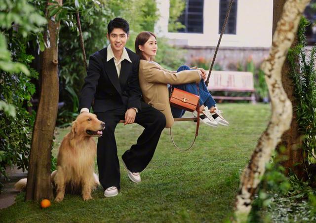 刘昊然刘诗诗拍情侣杂志大片,明明相差10岁,但是CP感却爆棚