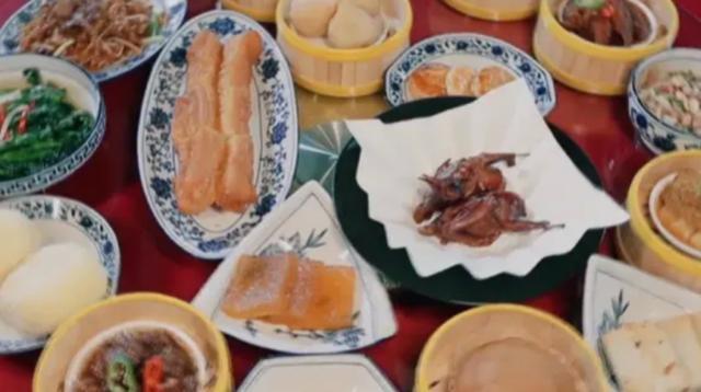 有种炫富叫妻子团的早餐,随便一样都没吃过,网友:我没见过世面