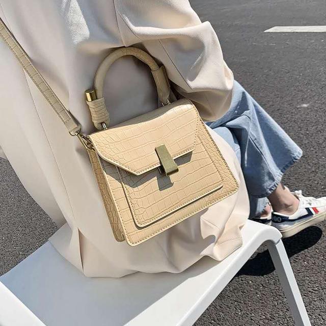 建议不会打扮的女人:根据衣服去选择包包和鞋子,能提升整体质感