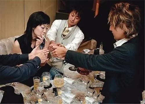 日本第一牛郎年收入超3亿,无数富婆为其疯狂...