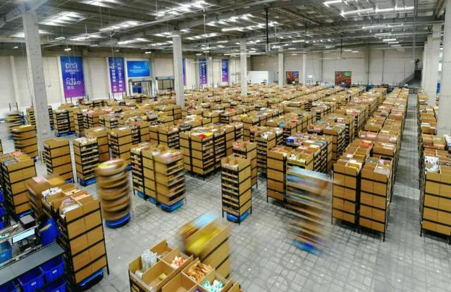 全球销售额增长10倍,快仓联手欧洲车辆制造商,加速物流机器人出海