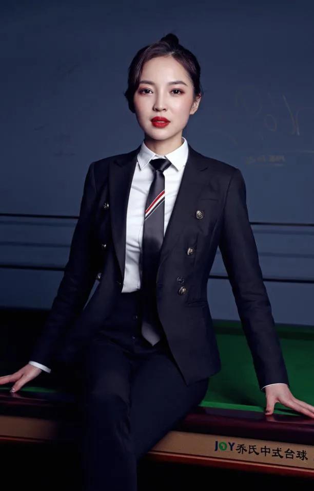 颜值不输潘晓婷,王钟瑶为何被称为最美台球裁判?