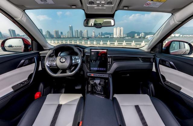 没买车的有福了,这款车凭实力斩获最佳智能紧凑型SUV,不到7万