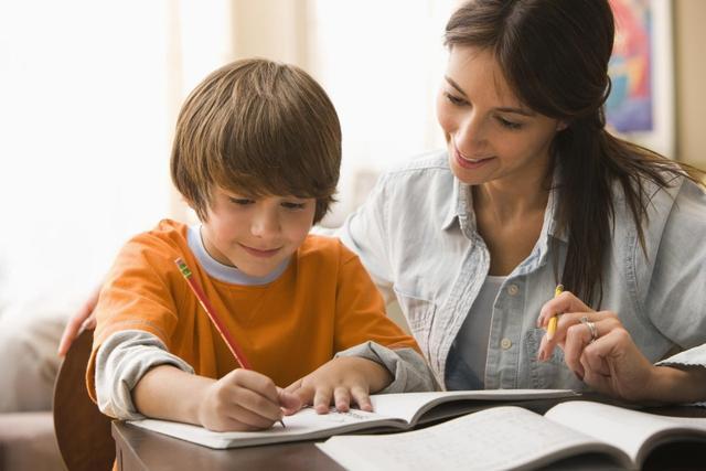 孩子做事磨蹭,写作业拖拉,家长越催越慢,不妨试试这5个方法