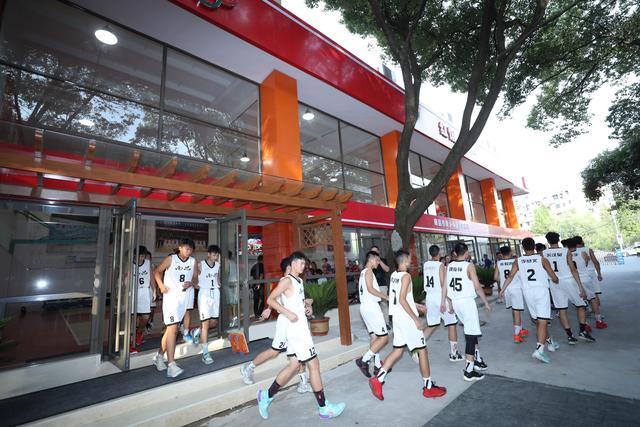 八一南昌篮球训练基地揭牌 同时用作南昌市青少年篮球训练中心