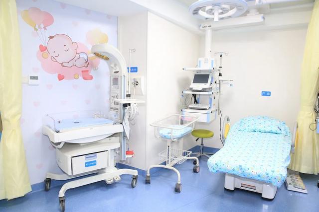 准爸爸可全程陪产剪脐带!北大深圳医院产科开设家庭化病房