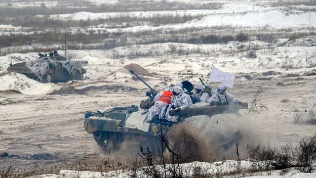 乌克兰又在闹事!向克里米亚派出游击队和间谍,普京下达俄军动员