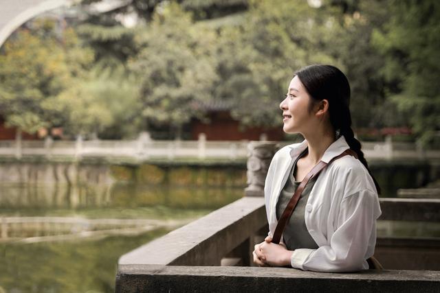 《潇湘家书》湖南卫视上线 石洁茹荧屏首秀用眼睛讲故事