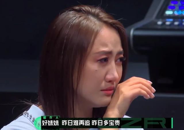 陈粒在满屋子男人面前崩溃大哭,真的是因为作?