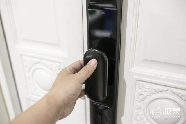 经常忘带钥匙?六种解锁方式智能门锁,让你彻底告别安全隐患