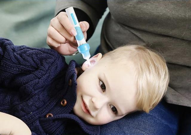 宝宝一岁内耳道耳屎很多只剩下一个小小孔,去医院掏,医生也不敢掏太深怎么办
