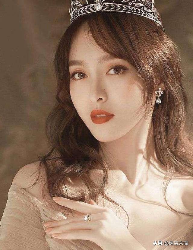 幸福小女人唐嫣,婚后依旧美艳动人,珠宝首饰彰显优雅气质